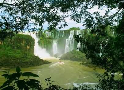 Les chutes d'Iguazu forme un amphithéâtre (en Argentine)
