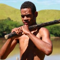 Démonstration de culture traditionnelle, à Fidji.