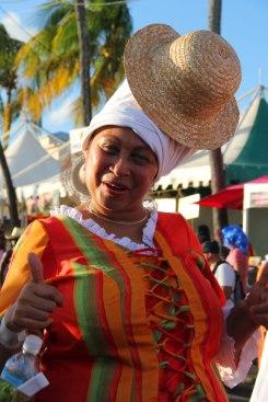 Femme en costume traditionnel, lors du carnaval. (Martinique)