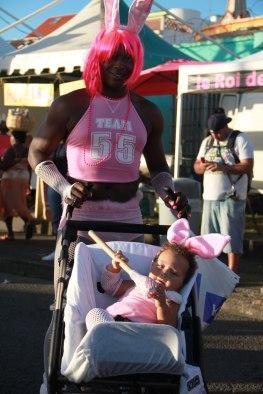 Lors du carnaval, les hommes s'habillent souvent en femme...
