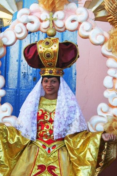 """A Remedios, démonstration des costumes des """"Parrandas"""" (Cuba)"""