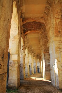 Dans l'amphithéâtre de Arles, en Provence.