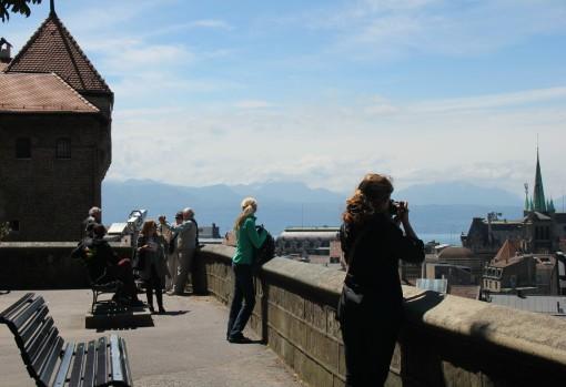 Le belvédère, qui donne une vue sur Lausanne et le lac Léman. (Suisse)