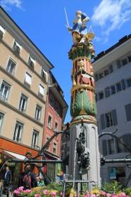 Fontaine, dans la vieille ville de Lausanne. (Suisse)
