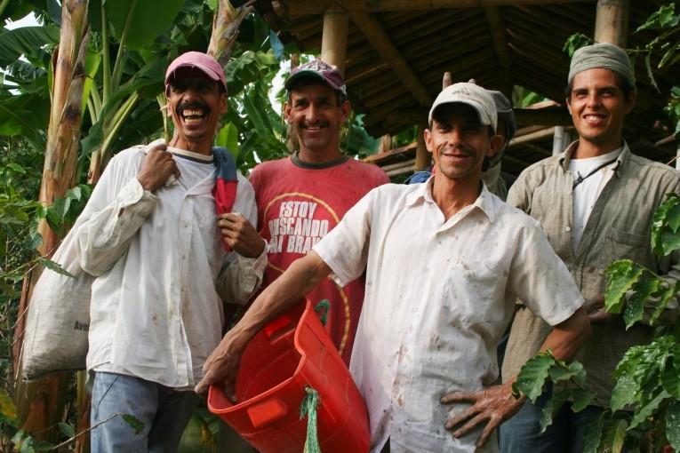 Un groupe de cueilleurs de café, rencontrés en Colombie.