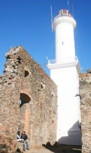 Dans les vestiges du phare de San Francisco, à Colonia.