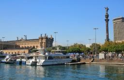 Le port et la statue de Christophe Colomb, à Barcelone
