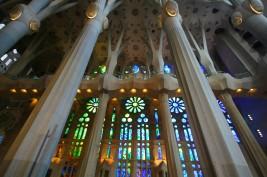 Les voûtes et colonnes uniques de la Sagrada Familia.