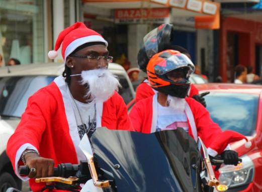 parade des Pères Noël en moto, en Guadeloupe