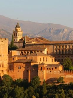 L'Alhambra, vu du belvédère de Saint-Nicolas, à Grenade.