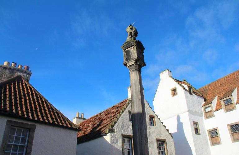 Place de la fontaine, à Culross