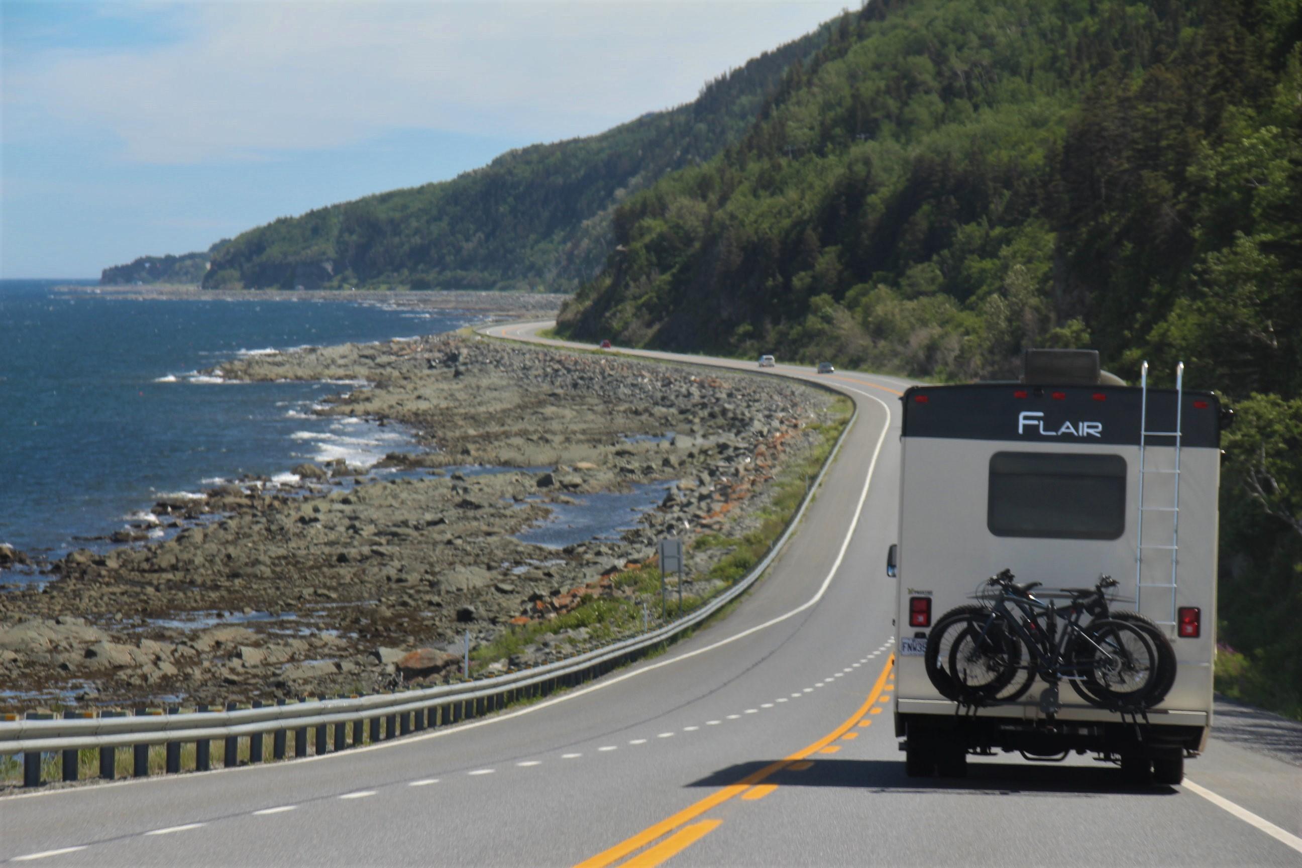 Sur la route, en Haute-Gaspésie,