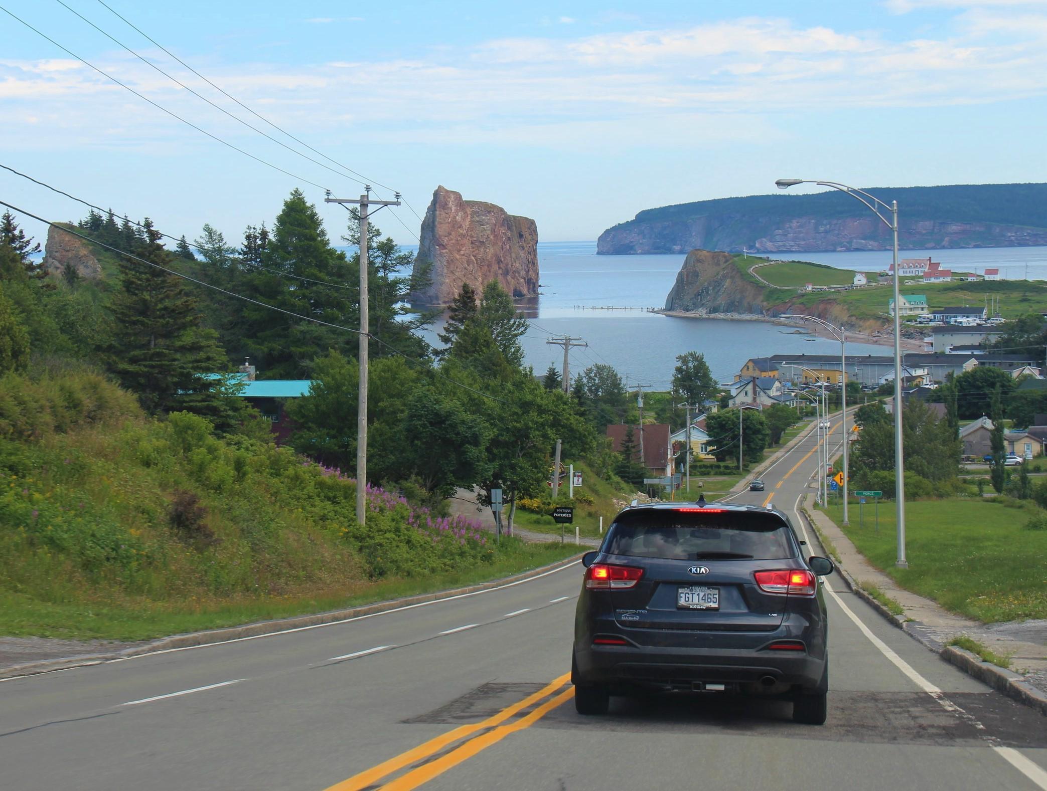 arrivée à Percé, avec vue sur le rocher, en Gaspésie