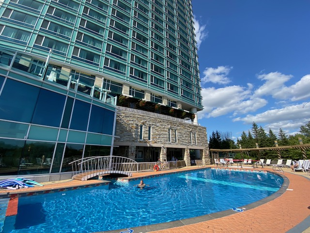 Piscine du Hilton Lac Leamy