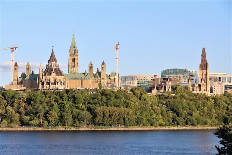 Vue sur le Parlement et la ville d'Ottawa